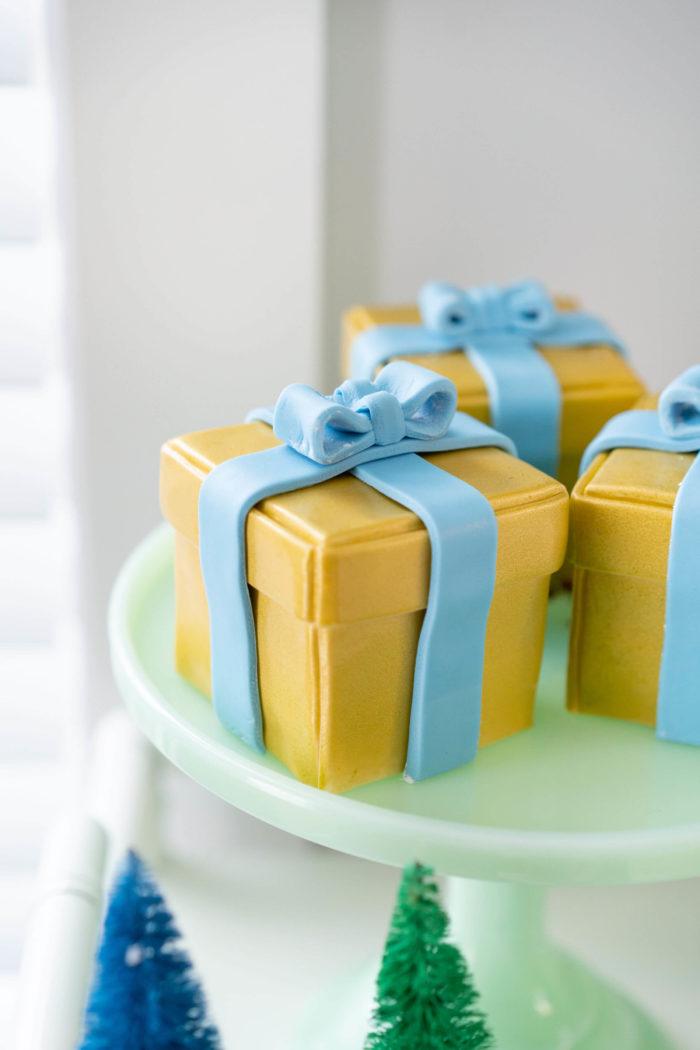 Mini Present Cakes