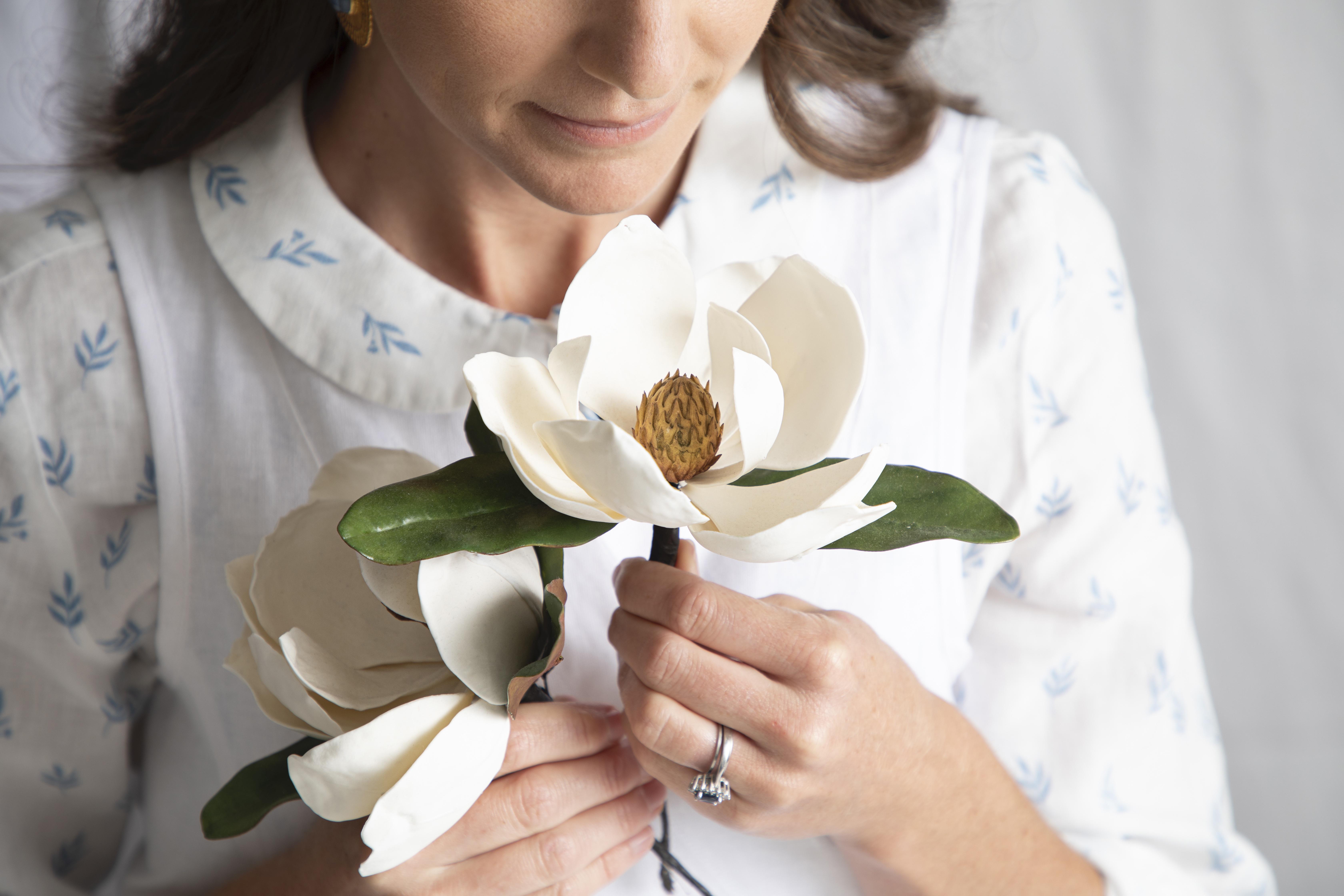 magnolia sugar flowers by Julie McAllister Cakes
